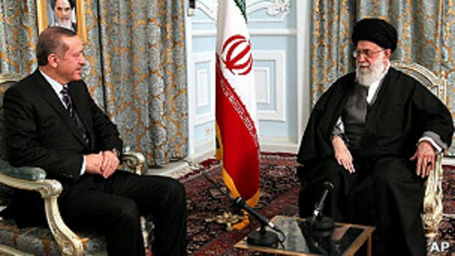 آیت الله خامنه ای در دیدارش با نخست وزیر ترکیه، بار دیگر بر حمایت ایران از حکومت سوریه تاکید کرد