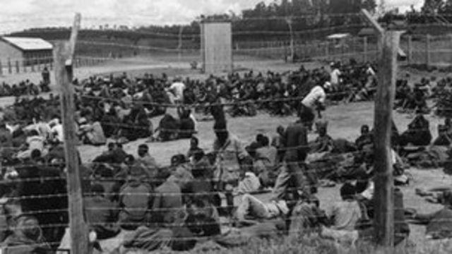 Prisioneros Mau Mau en Kenia