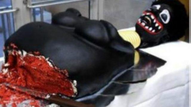 Pastayı tasarlayan sanatçı kadın sünneti problemine dikkat çekmeye çalıştığını iddia ediyor.