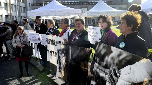 Unjuk rasa warga Bosnia di Den Hag