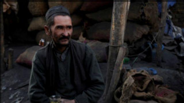 زغال سنگ در حال حاضر در افغانستان در امور تولیدی و صنعت مورد استفاده چندانی نیست و عمدتا برای گرم کردن خانه ها از آن استفاده می شود
