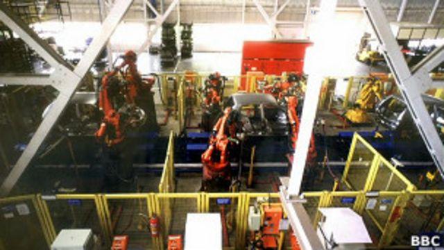 Linha de montagem da Ford (Foto BBC)