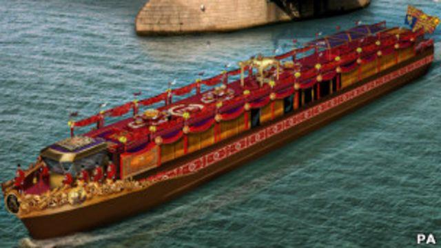 نقطه اوج مراسم امسال، کاروان شناور سلطنتی است که در پشت سر ملکه و خانواده سلطنتی، سوار بر یک قایق بزرگ طلایی، درازای رودخانه تیمز در لندن را خواهد پیمود