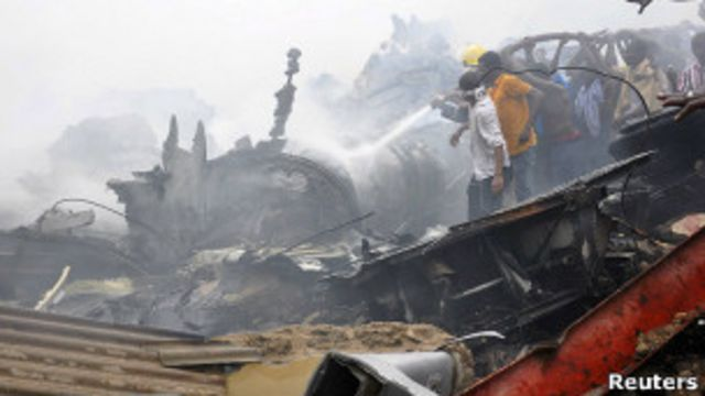 Место авиакатастрофы в Лагосе