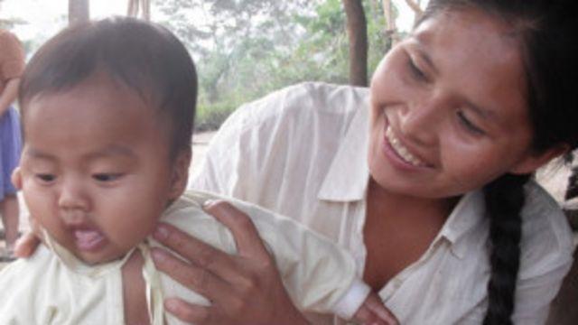 Madre tsimane con su hijo