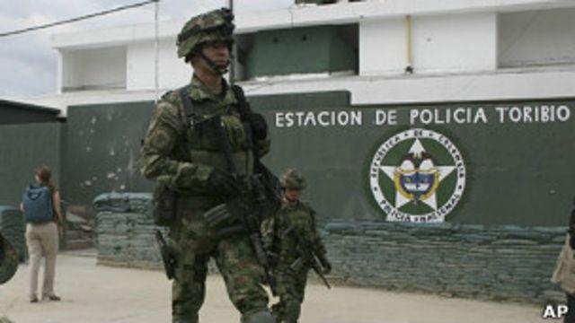 Patrulla militar en Toribío