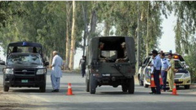 پولیس کے مطابق پروفیسر کے ڈرائیور کو بھی گولیاں مار کر ہلاک کیا گیا