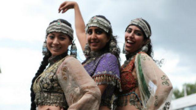 ملیت های مختلفی همچون عرب ها و هندی ها و حتی چینی و ژاپنی هم در بین هنرپیشگان دیده می شد