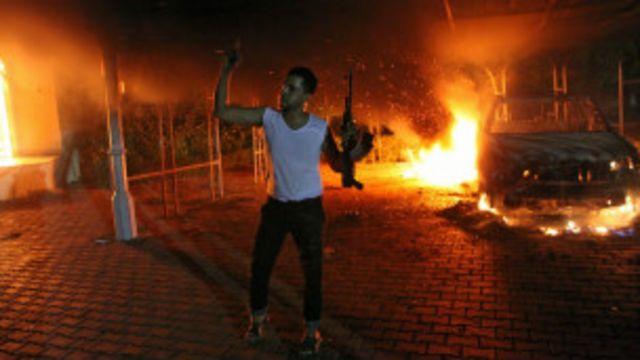 قتل السفير كريستوفر ستيفنز في الحريق في الهجوم