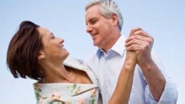 La mediana edad comienza a los 55 años - BBC News Mundo