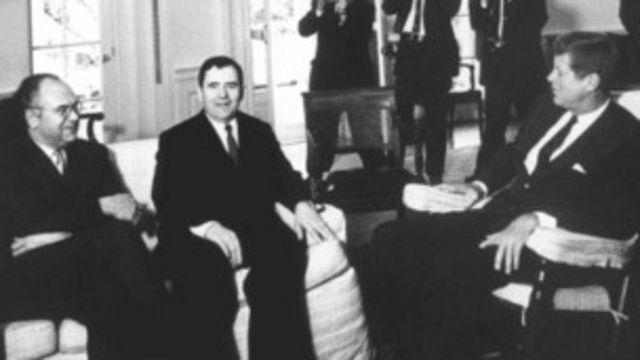 Андрей Громыко и Анатолий Добрынин уверяют Кеннеди в отсутствии советских ракет на Кубе