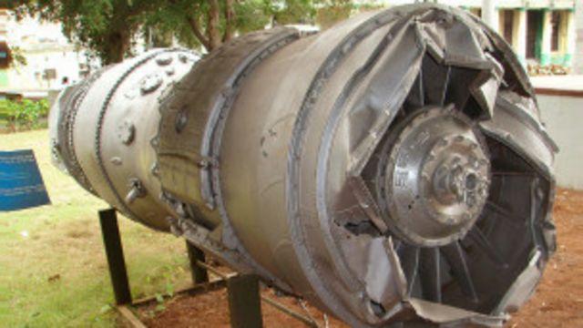 """Двигатель самолета У-2, сбитого в """"черную субботу"""", в гаванском Музее революции"""