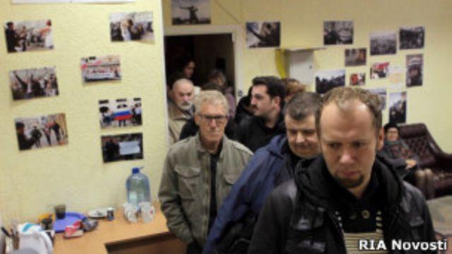 На одном из участков по выборам в Коориднационный совет оппозиции, Москва, 21 октября 2012 года