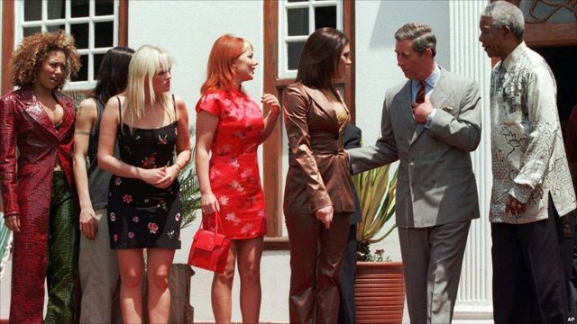 Nelson Mandela, kiri, dengan Pangeran Charles dan Spice Girls