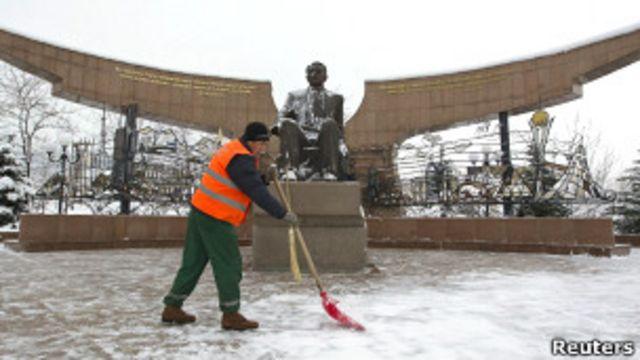 Памятник Нурсултану Назарбаеву