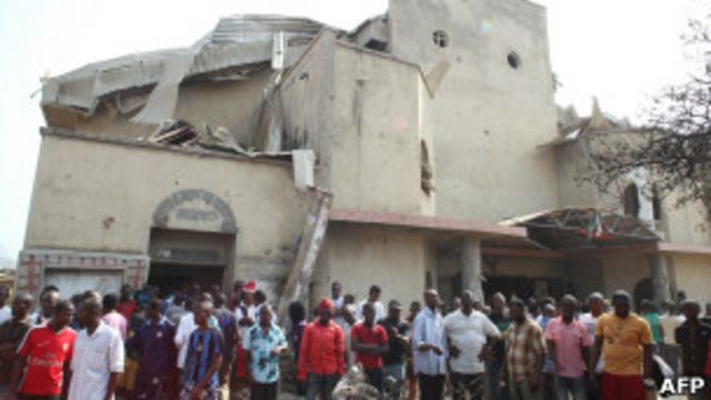 Un an plus tôt: une église catholique détruite par un attentat à la bombe à Abuja au Nigeria, le 25 décembre 2011