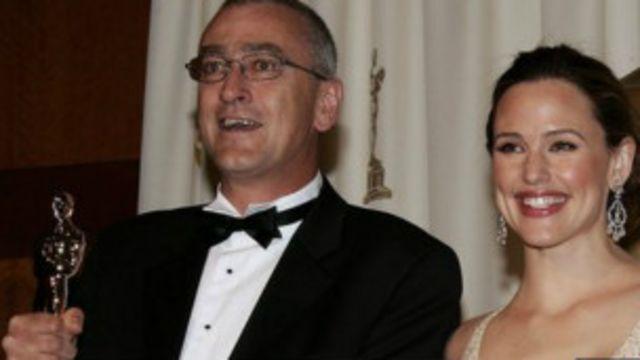 Michael Hopkins saat menerima piala Oscar.