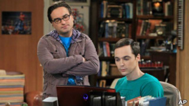 جیم پارسونز (راست)بازیگر نقش شلدون: همه می توانند بدون قرار قبلی هر هفته از تماشای سریال ما لذت ببرند