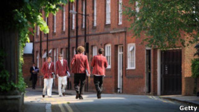 英國私校的很多老師都從學生家長那裏收到昂貴的禮物
