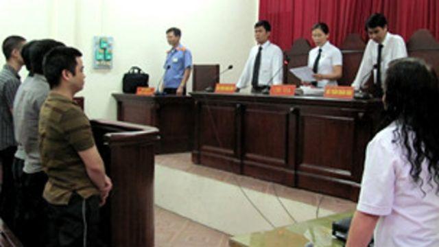 Hội đồng xét xử tuyên án