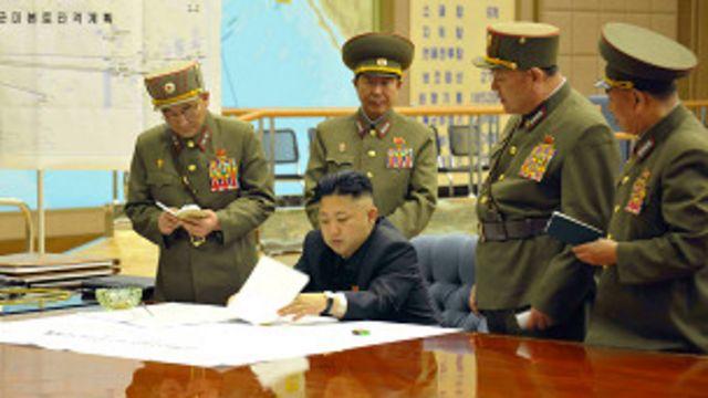 Pemimpin Korut Kim Jong-un memerintahkan rudal disiagakan.