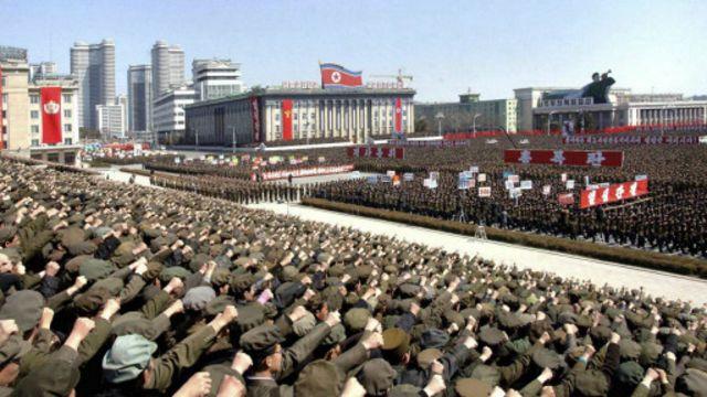 Media resmi Korut memperlihatkan warga negara itu mendukung kebijakan perang.