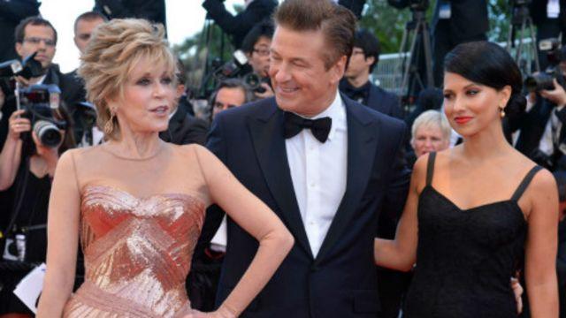 Jane Fonda (bìa trái) nay vẫn là nhân vật rất nổi tiếng ở Mỹ
