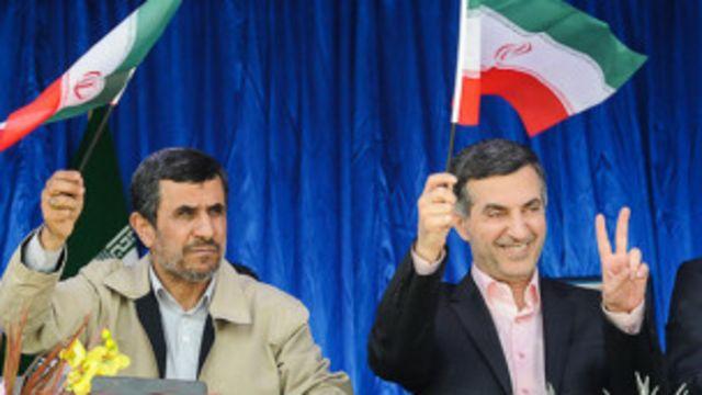 درحالیکه مشایی متهم به تجدید نظر طلبی ایدئولوژیکی است احمدی نژاد سعی دارد او را به عنوان کاندید خود معرفی کند