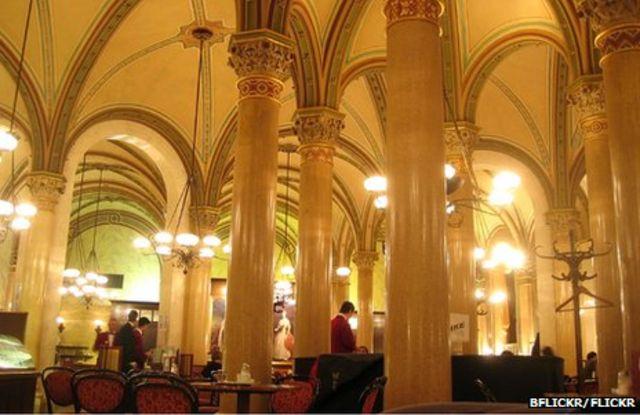"""Троцький і Гітлер потягували каву під величними арками кафе """"Централь"""""""