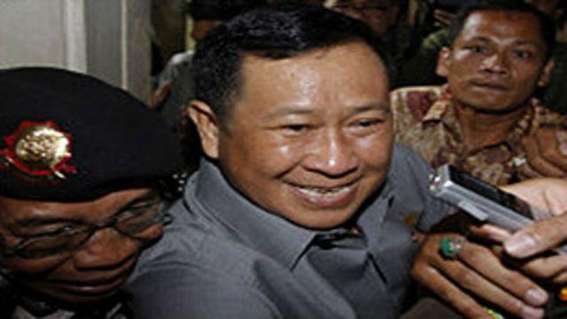 Nama Susno Duadji mengemuka lewat polemik cicak versus buaya.