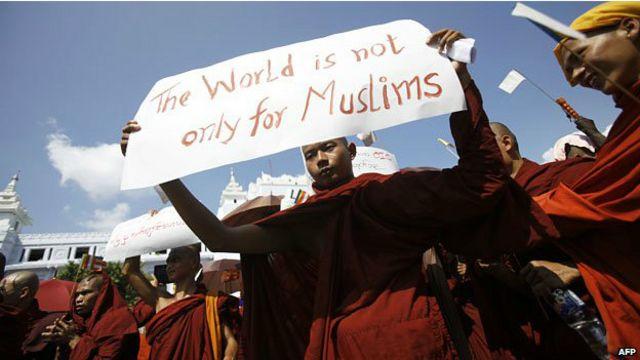 बर्मा में 969 नाम का एक ग्रुप मुसलमानों के खिलाफ आंदोलन कर रहा है.