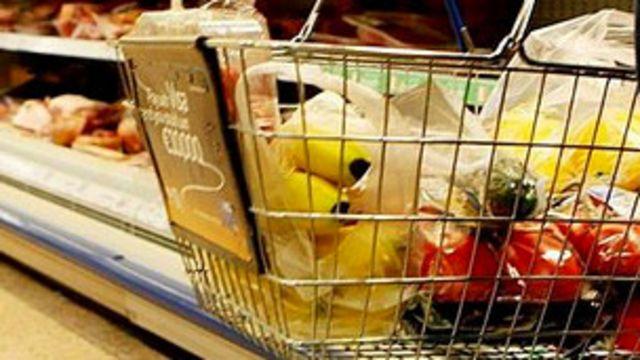گران شدن مواد غذایی عرصه را بر خانوادههای کم درآمد بریتانیا تنگ کرده است