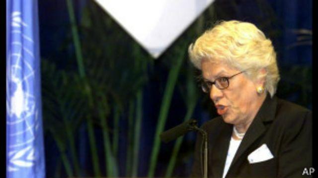 کارلا دلپونته داستان کل سوییس و دادستان دادگاه بین المللی جنایت جنگی یوگسلاوی سابق بوده