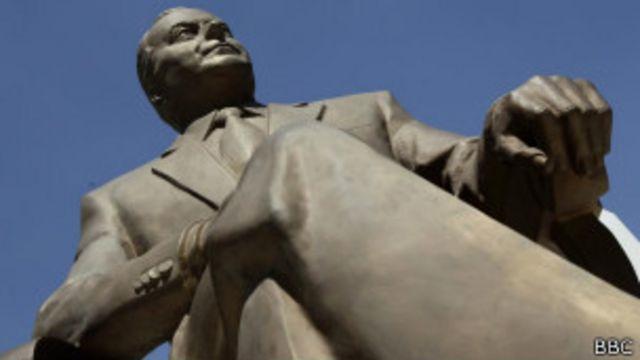 Памятник Алиеву