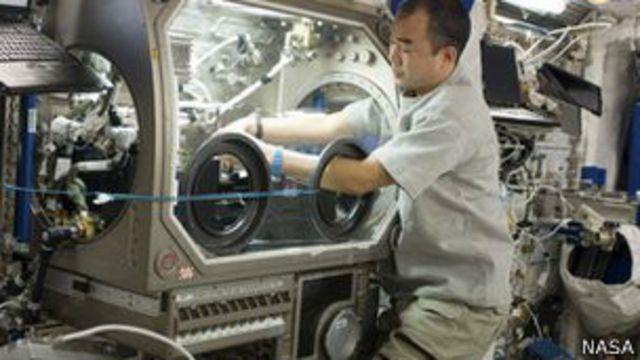 Astronauta en la Estación Espacial Internacional