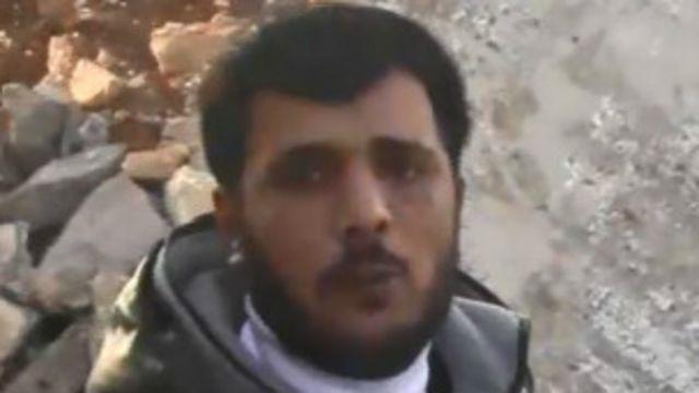خالد حمد المعروف بأبو صقار قائد المعارضة الذي ظهر في الفيديو.