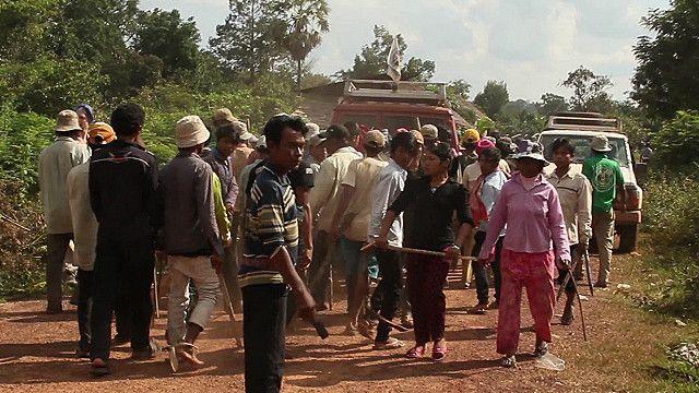 Hồi 5/2013 Global Witness ra phóng sự cáo buộc HAGL cướp đất phá rừng ở Lào và Campuchia