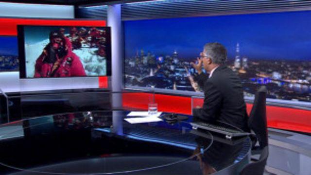Daniel Hughes (na tela) conversa com apresentador da BBC por videochamada