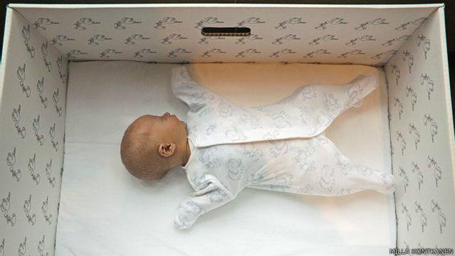 Por Qué Los Bebés De Finlandia Duermen En Cajas De Cartón Bbc News Mundo