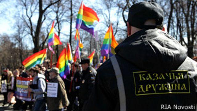 """Организация """"Выход"""" известна в Петербурге благодаря """"радужным акциям"""" в защиту секс-меньшинств"""