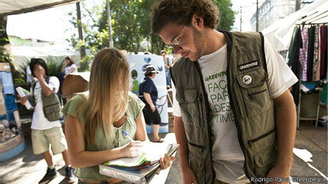 Agente do Greenpeace em São Paulo (Rodrigo Paiva/Greenpeace)