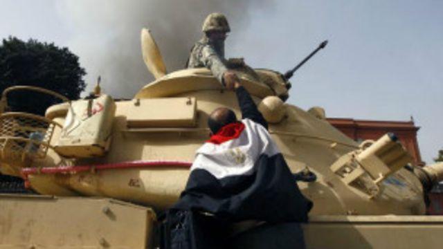 مخاوف من أن ينظر إلى تدخل الجيش على أنه انقلاب على الشرعية