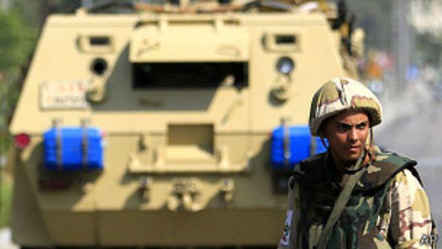 اتهم مسؤولون مسلحين إسلاميين بشن الهجمات في سيناء