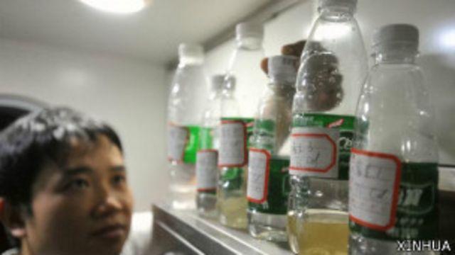 中国广西研究人员测水质