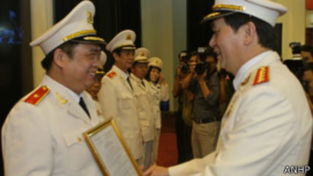 Đại tá Ca, người chỉ huy trong vụ cưỡng chế được thăng chức trong năm nay.