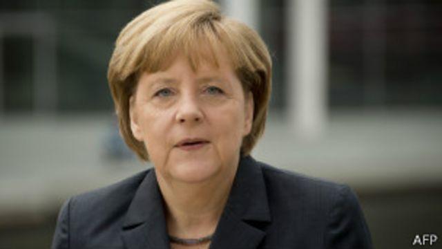 ميركل جددت دعوتها لإطلاق سراح مرسي.