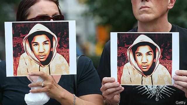 Manifestantes expresan apoyo a Trayvon Martin, el jóvene negro abatido por George Zimmerman