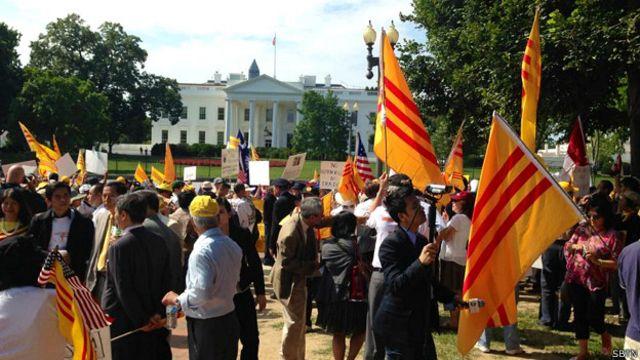 Biểu tình trước cửa Nhà Trắng hôm 25/7, ảnh của SBTN
