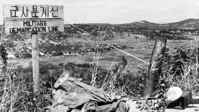 ဒုတိယ ကမ္ဘာစစ် အပြီး စစ်အေးခေတ် ထဲ ရောက်ရှိလာပြီးနောက်၊ ၁၉၅၀ ခုနှစ် ကိုရီးယား စစ်ပွဲ ဖြစ်တဲ့အချိန်မှာတော့ နိုင်ငံတကာ အုပ်စု တွေဟာ စစ်အေးကို စစ်ပူ အဖြစ် ပထမဆုံး အကြိမ် အသက်သွင်း ခဲ့ပါတော့။