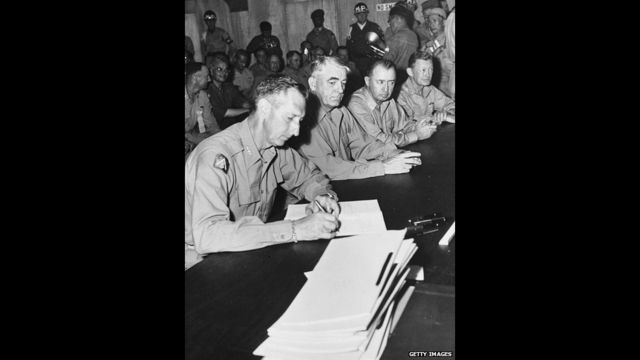 ၁၉၅၃ ခုနှစ် ဇူလိုင်လ ၂၇ ရက်နေ့ မှာတော့ ကိုရီးယား နှစ်နိုင်ငံ နယ်ခြားမျဉ်းသစ် သတ်မှတ် ပြီး၊ စစ်ရပ်ဆိုင်းရေး စာချုပ်ကို ချုပ်ဆိုခဲ့ပါတော့တယ်။